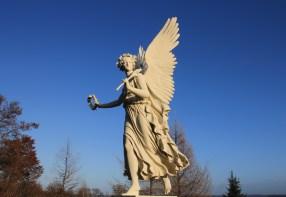 Angel-laurel-sculpture